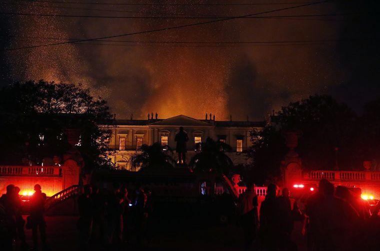 Chamas destruíram o Museu. (Foto: Tânia Rego/Agência Brasil)