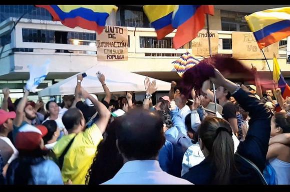 Moradores comemoram a vitória em Fusagasugá, que se une a outras cidades colombianas no rechaço ao fracking. (Foto: Reprodução)