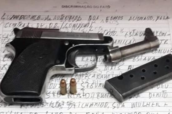 Pistola 6.35 com carregador e duas munições intactas. (Foto: Divulgação)
