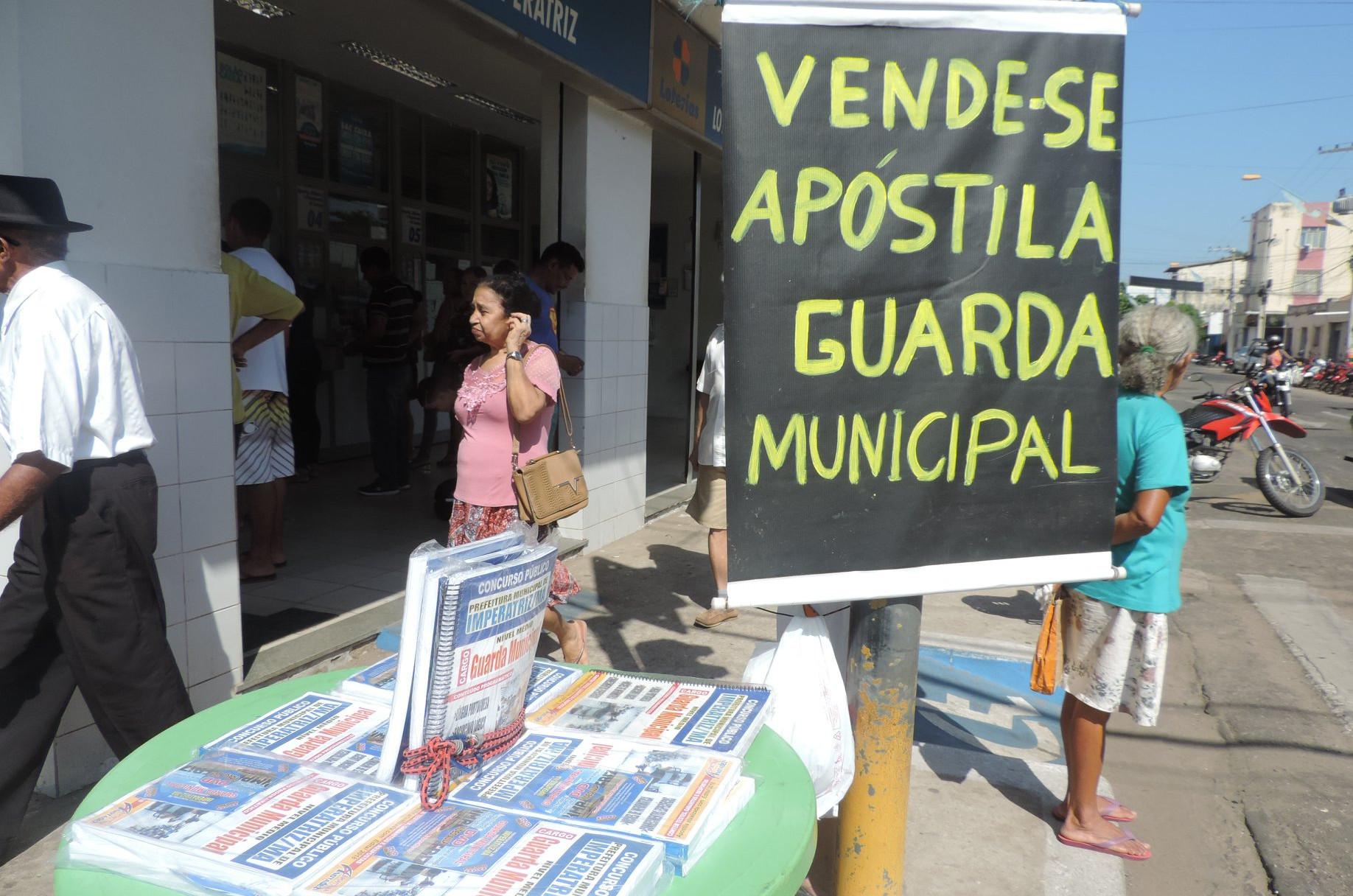 A apostila pode ser adquirida por R$ 50,00 até um dia antes da prova. (Foto: Daniela Souza)