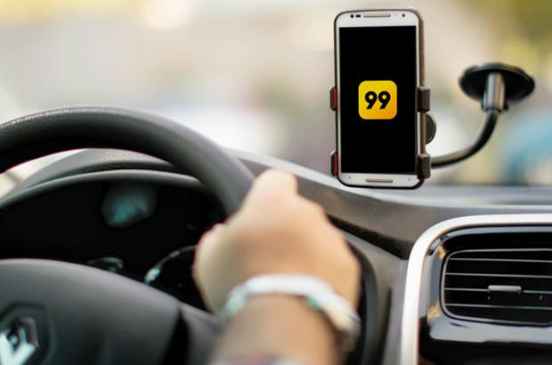 A empresa 99 orienta os passageiros em situação de risco ou vulnerabilidade, como em casos de assalto, que entrem em contato pelo telefone 0800 888 8999. (Foto: Reprodução)