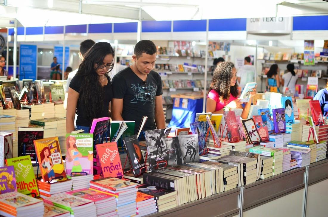 """Com o tema """"A língua que falamos"""", o Salimp deste ano volta a trazer expositores de todo o país para comercialização de livros. (Foto: Reprodução)"""