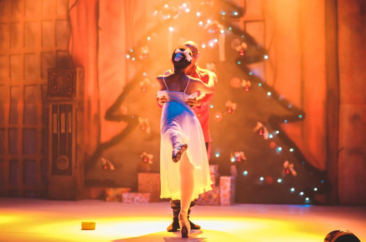 O espetáculo reúne trechos de clássicos do Ballet. (Foto: Divulgação)