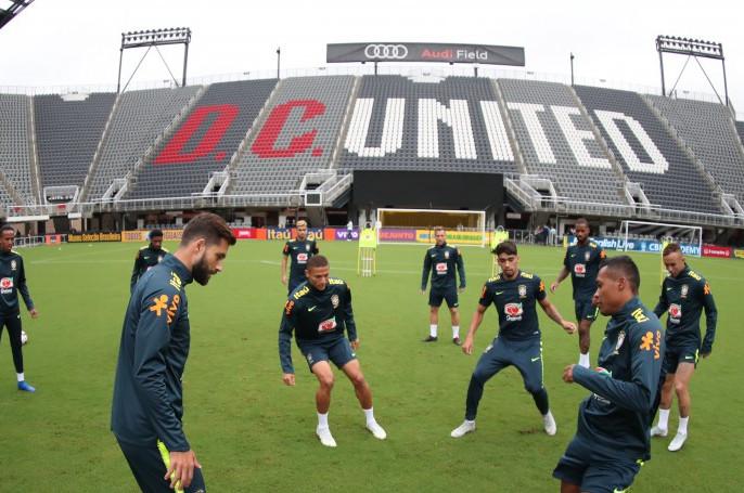 Jogadores do Brasil ficam impressionados com o estádio Audi Field. (Foto: Carloto Junior)