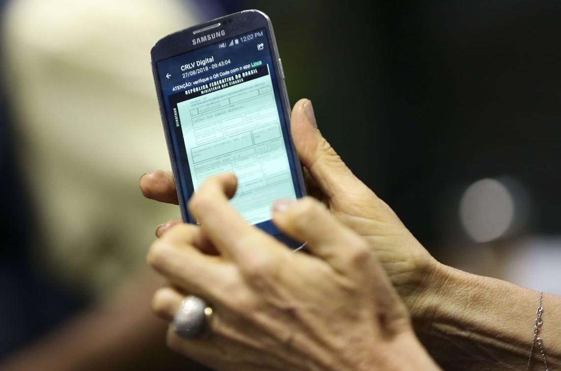 Para ter o documento em seu celular, é necessário que o proprietário do veículo esteja em dia com o licenciamento (Foto: Marcelo Camargo)
