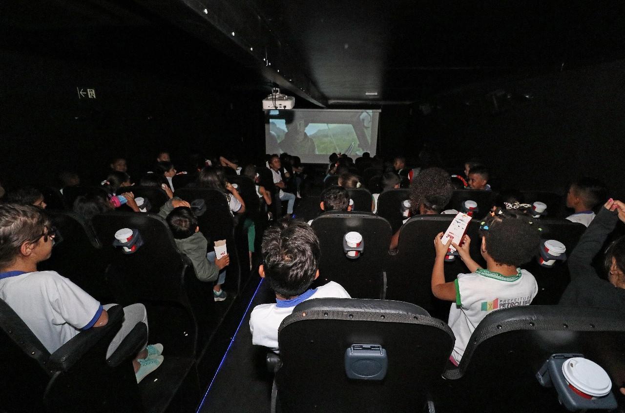 O cinema móvel apresenta os mesmos recursos encontrados nas salas convencionais de cinema (Foto: Divulgação)