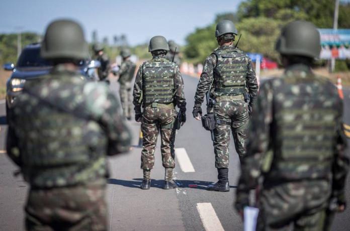 Tropas passaram a atuar nas cidades de Pacaraima, na fronteira com a Venezuela, e Boa Vista (Foto: Andre Coelho)