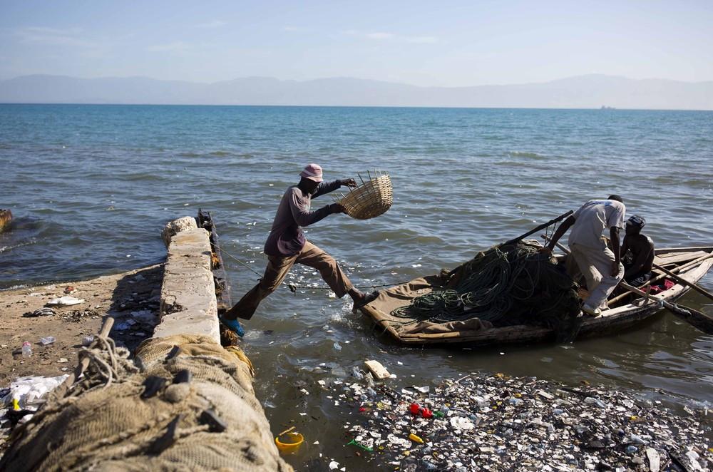 Haiti, país que ocupa a posição 168 de 189 do Índice de Desenvolvimento Humano. (Foto: Dieu Nalio Chery/AP)