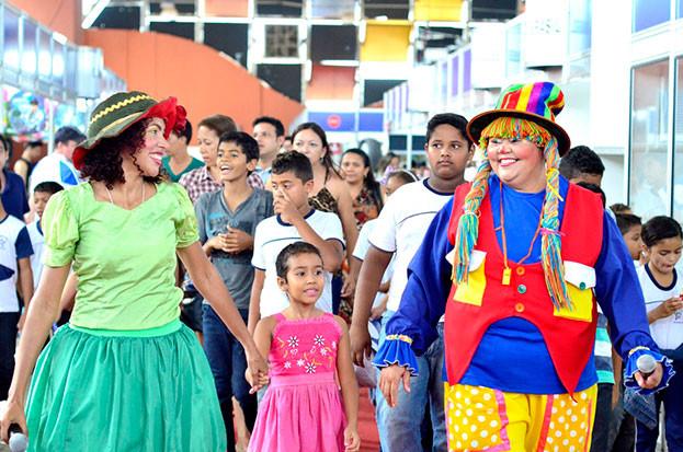 Peteleco e Laranjinha irão animar o público infantil. (Foto: (Foto: Reprodução))