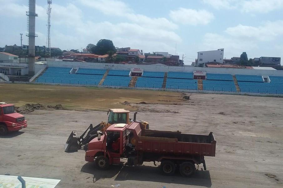 Estádio Nhozinho Santos passando por reformas em todos os setores. (Foto: Semdel)
