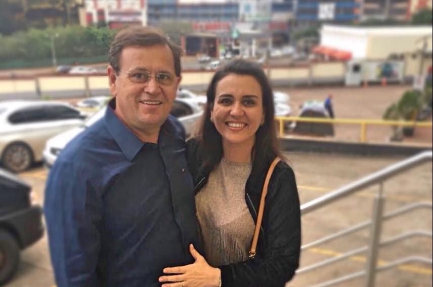 Deputado Stênio e esposa Andreia estão entre os três sobreviventes. (Foto: (Foto: ReproduçãoInternet))