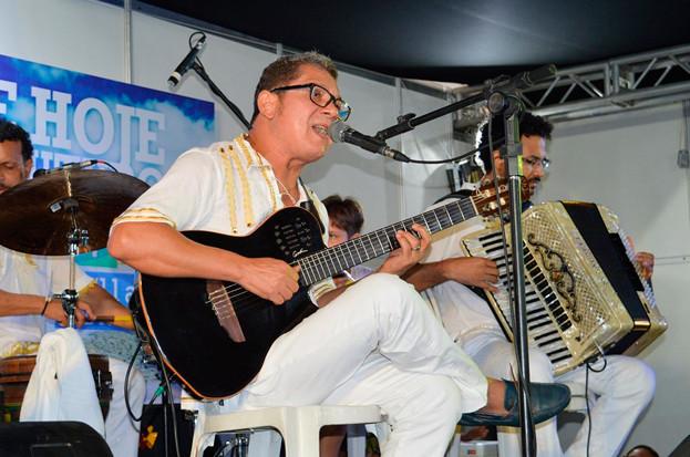 Erasmo Dibel se apresenta na feira do livro no domingo (30). (Foto: Reprodução)