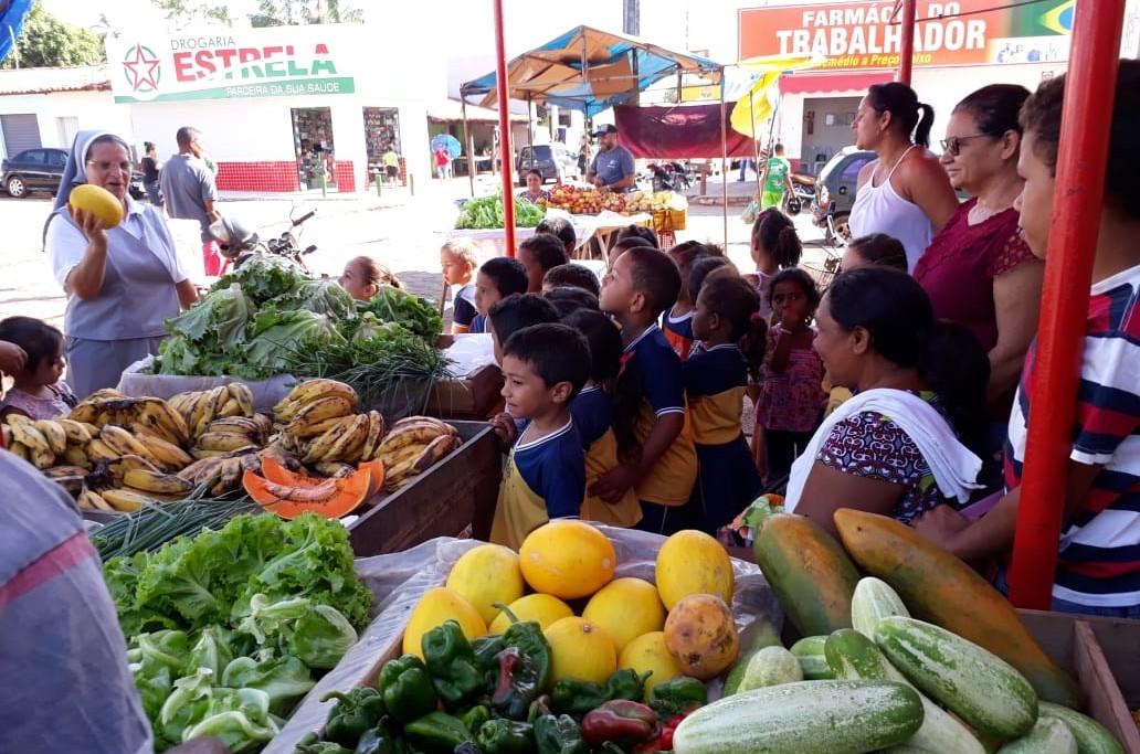 Além das apresentações,foi feita uma visita ao mercado municipal. (Foto: (Foto: Assessoria))