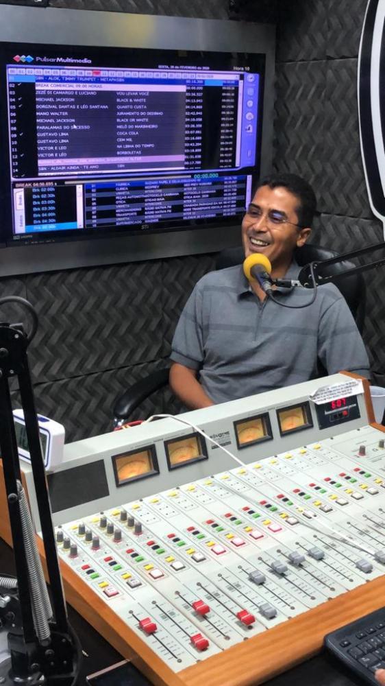 Dep. Marco Aurélio nos estúdios da Nativa FM
