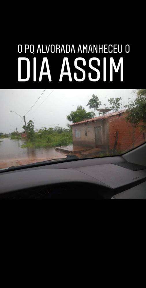 Ruas alagadas com a chuva desta segunda feira 02/03