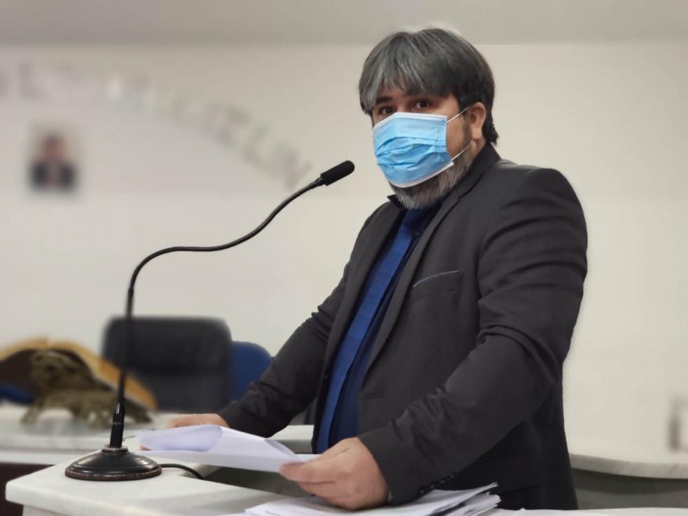 Foi feito pelos advogados Fábio Santana e Gabriela Bonfim o pedido de afastamento do atual prefeito de Imperatriz Assis Ramos