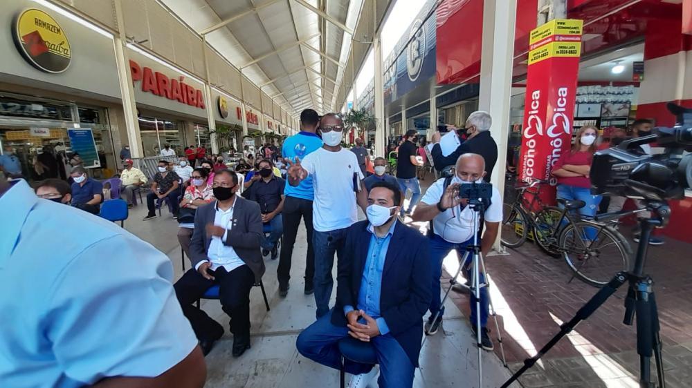 Os vereadores estão promovendo nesta manhã de terça (01) uma audiência pública itinerante na área do Calçadão Central de Imperatriz