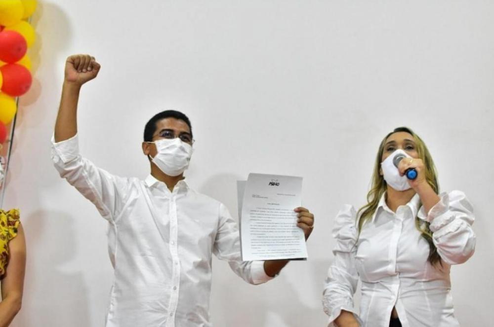 O pré-candidato a prefeito de Imperatriz deputado Marco Aurélio (PCdoB) e a Vice Rose Vicentine (PSB)