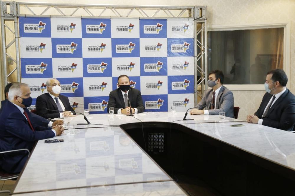 Governador em exercício Carlos Brandão deu posse aos novos secretários (Foto: Handson Chagas)