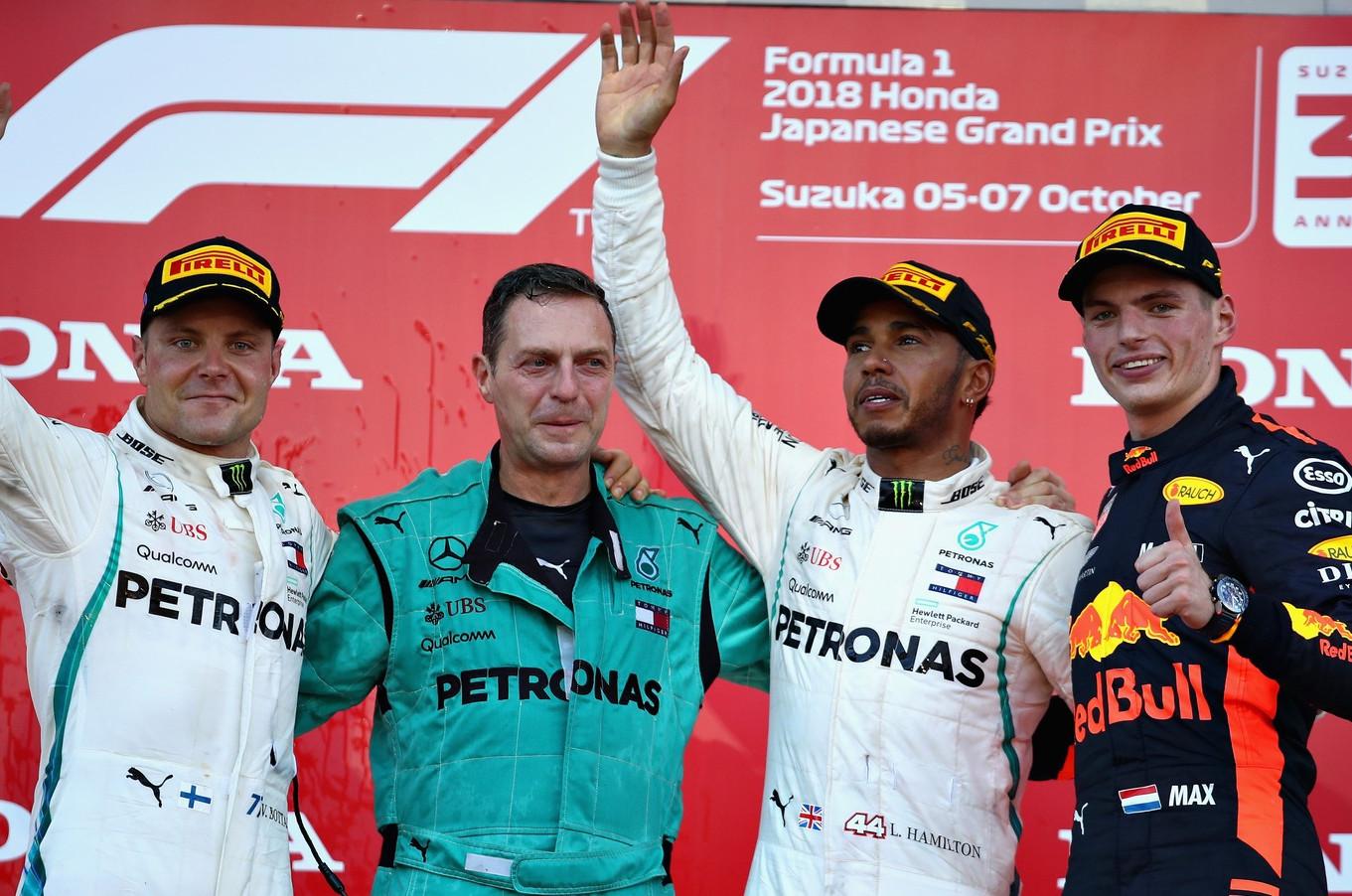 Bottas, Hamilton e Verstappen no pódio do Grande Prêmio do Japão de Fórmula 1. (Foto: Mark Thompson/Getty Images)